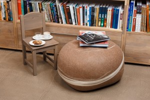 Pouf-with-books
